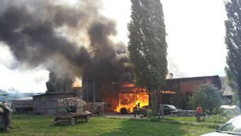 Grossbrand in Möriken zerstört Stall von Bauernhaus