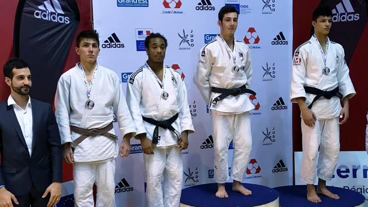 Matias Napoli vom Judo Sport Liestal in der Kategorie Jugend Herren U18 bis 73kg ganz links auf dem Podest mit der Bronzemedaille!