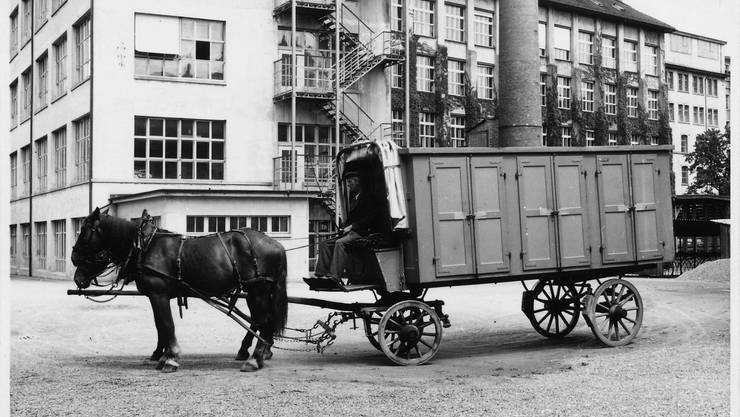 Einer der beiden Erlinsbacher Chacheliwagen (mit Kutscher Walter Lüthy) bei seiner Ankunft in Schönenwerd.
