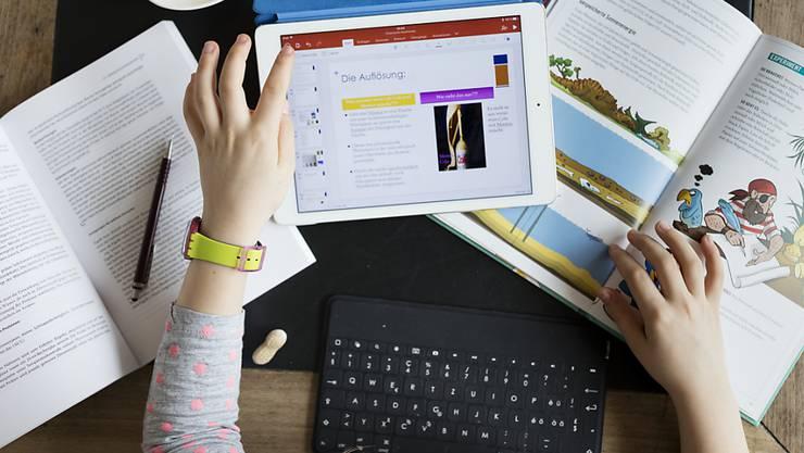Die Digitalisierung hält auch in der Schule Einzug. (Symbolbild)