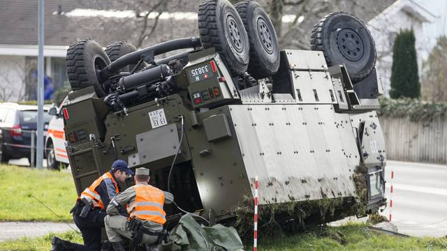 Militär-Duro in Schwyz verunfallt – mehrere Verletzte