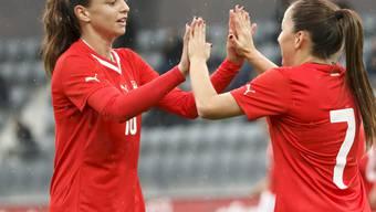 Fabienne Humm (links) war beim 8:1-Sieg in Nordirland die einzige Schweizer Doppeltorschützin