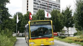 Busverbindung: Besucher und Personal des Bruderholzspitals sollen in Zukunft auch direkt vom Basler Bahnhof SBB aufs Bruderholz fahren können. archiv niz