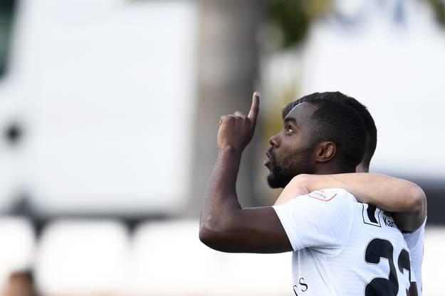 Eder Balanta freut sich über seinen Treffer im Testspiel.