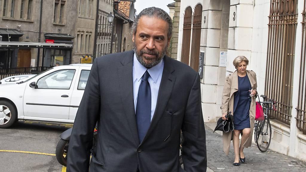 Wurde in Genf zu einer Haftstrafe verurteilt: der kuwaitische Scheich Ahmad Al-Fahad Al-Sabah beim Verlassen des Strafgerichts.