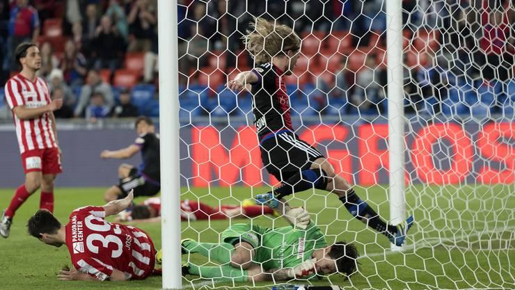 Bjarnason trifft für Basel.