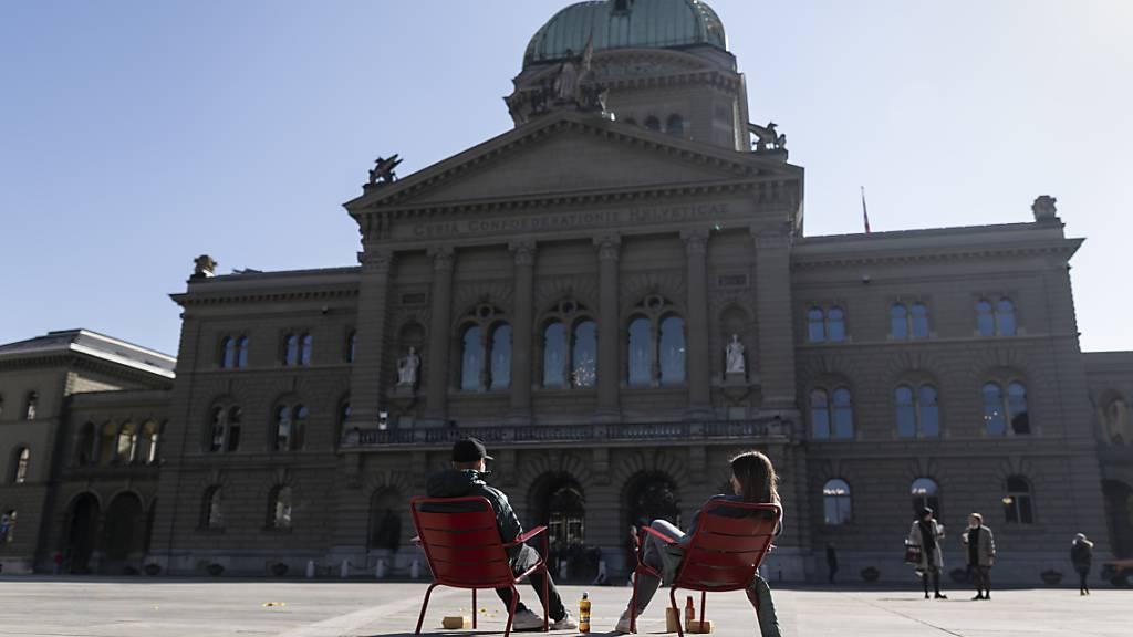 Wieder Betrieb im und ums Bundeshaus: Die eidgenössischen Räte kommen in den nächsten drei Wochen zur Sommersession zusammen. (Archivbild)