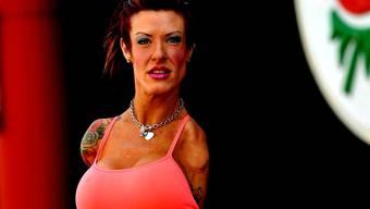 Armlose Bodybuilderin will Champion werden