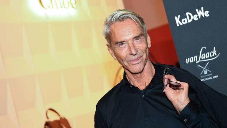 Der Designer Wolfgang Joop ist von einem überragenden Einfluss der Mode auf das Leben überzeugt. (Archiv)