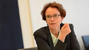 Finanzdirektorin Eva Herzog präsentiert die Basler Rechnung. (Archiv)