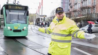 Geschäftsführer Ofir Kroo steht oft auch selber auf der Strasse, um den Verkehr zu regeln.
