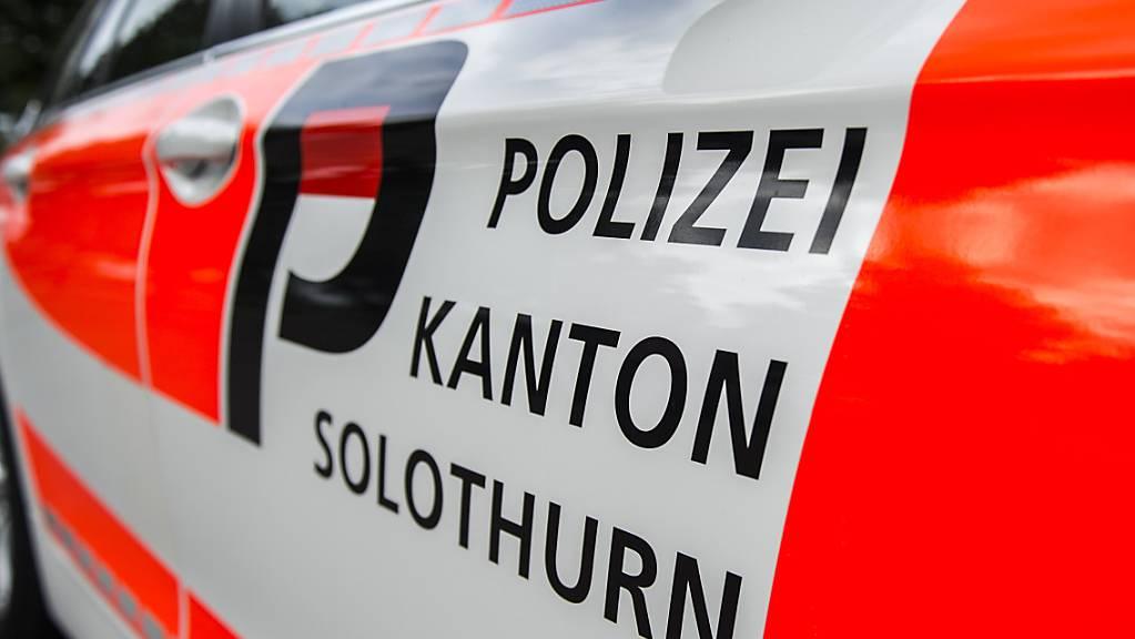 Zwei Männer sind beim Absturz eines Kleinflugzeugs gestorben. Die Kantonspolizei Solothurn untersucht die Ursache des Unglücks. (Symbolbild)