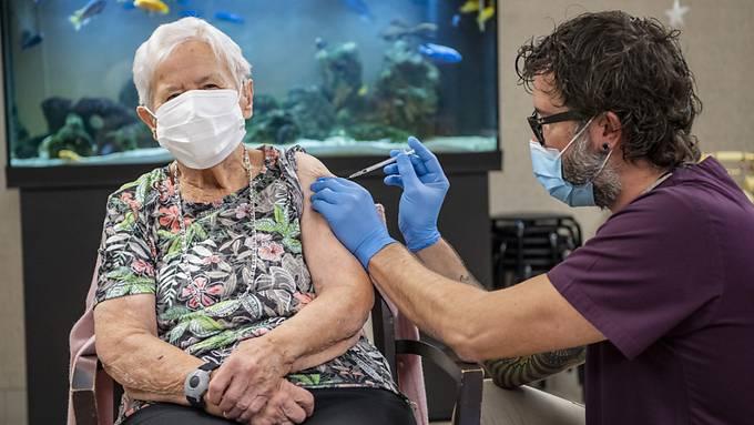Die Impfung selbst geht schnell, frustrierend kann die Anmeldung sein. (Symbolbild)