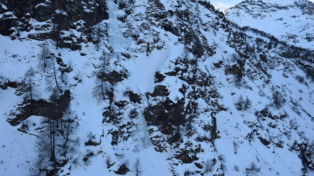 47-Jähriger stürzt beim Eisklettern ab und stirbt