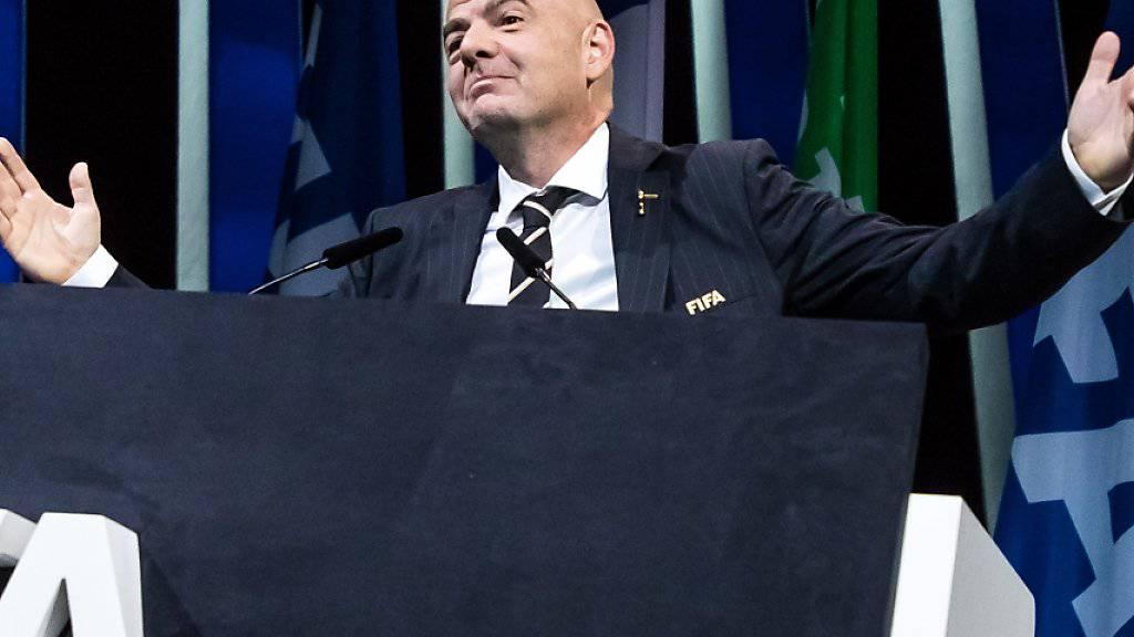 FIFA-Präsident Gianni Infantino referiert vor seiner konkurrenzlosen Wiederwahl in Paris