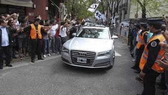 Kirchner wird nach der Entlassung zu ihrer Residenz gefahren