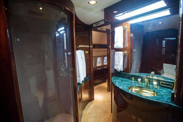 Goldene Wasserhähne im Bad (© Wattie Cheung / Camera Press / picturedesk.com)