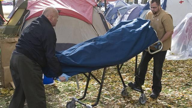 In Salt Lake City wird ein Toter aus einem Occupy-Protestlager geborgen.