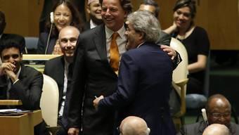 """""""Botschaft der Einheit zwischen zwei europäischen Ländern"""": Die Aussenminister der Niederlande und Italiens, Koenders (links) und Gentiloni, teilen sich 2017 und 2018 einen nicht-ständigen UNO-Sicherheitsratsitz."""