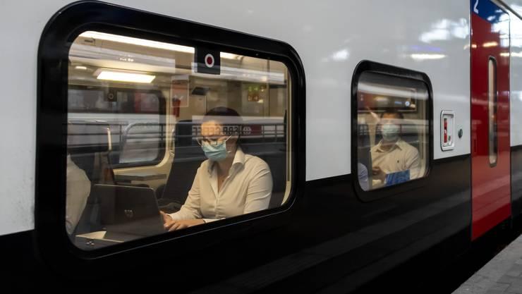 Im öffentlichen Verkehr gilt in der Schweiz eine Maskenpflicht.