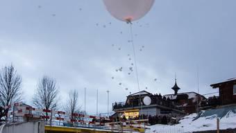 Anlässlich der Grundsteinlegung des Neubaus Oase liessen die Bewohner vom Haus Morgenstern Ballone in den Himmel steigen.