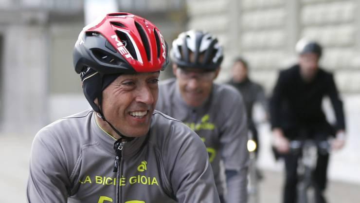 Vom Tessin bis zum Bundesplatz: Das Velo scheint dem Neu-Nationalrat Rocco Cattaneo (FDP) auch noch nach 250 Kilometern Freude zu machen.