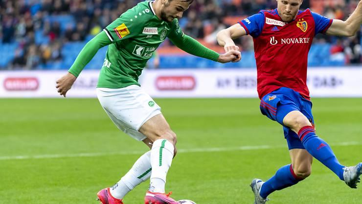 Jérémy Guillemenot (am Ball) bleibt dem FC St. Gallen bis 2023 erhalten
