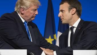 Die Charme-Offensive des französischen Staatschefs Macron (rechts) wird von US-Präsident Trump erwidert.