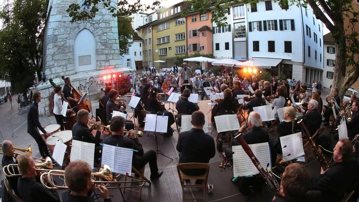 Dank den angenehmen Temperaturen konnte die Serenade des Stadtorchesters auf dem Ildefonsplatz stattfinden.