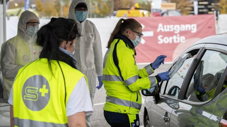 Das Coronavirus Drive-In Testzentrum auf dem BEA Expo Gelände in Bern.