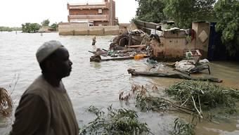 ARCHIV - Überflutete Häuser südwestlich der sudanesischen Hauptstadt Khartum. Foto: Marwan Ali/AP/dpa