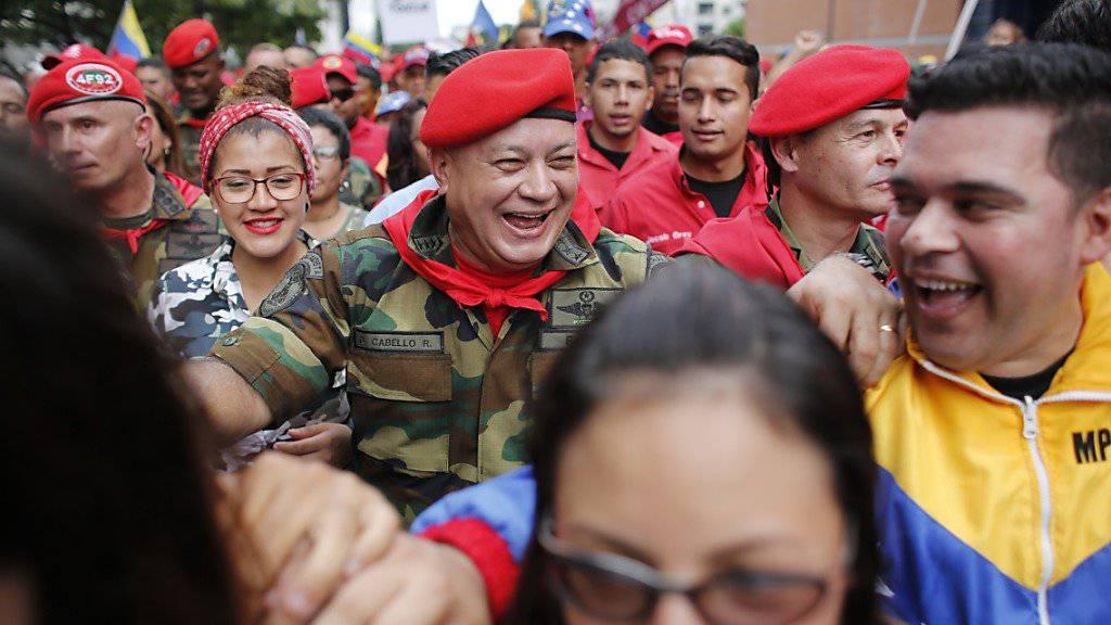 Der regierungstreue Funktionär Diosdado Cabello (Mitte) ist am Dienstag zum Vorsitzenden der Verfassungsgebenden Versammlung in Venezuela gewählt worden. (Archivbild)