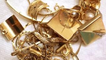 Bei einem Einbruch in eine Bijouterie in Birsfelden wurde Schmuck im Wert von mehreren zehntausend Franken gestohlen. (Symbolbild)