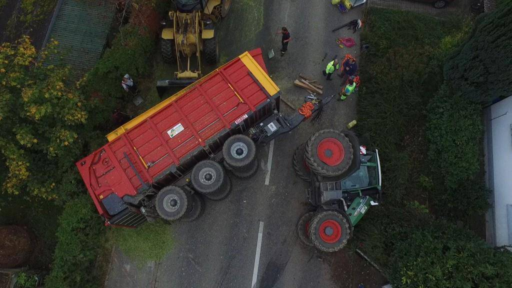 Traktor kippt in Steckborn um