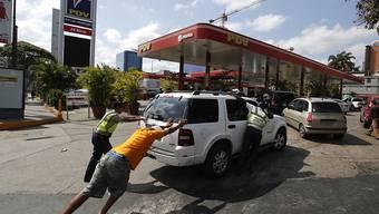 Wegen des Stromausfalls sind in Venezuela nur noch wenige Tankstellen offen.