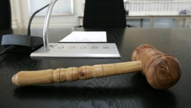 Das Gericht verurteilte M. zu sieben Monaten Haft und einer Geldstrafe von 12 000 Franken. (Symbolbild)