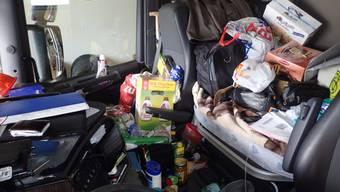 Wegen der Unordnung in der Führerkabine wurde der Chauffeur eines bulgarischen Lastwagens in Uri aus dem Verkehr gezogen und angezeigt.