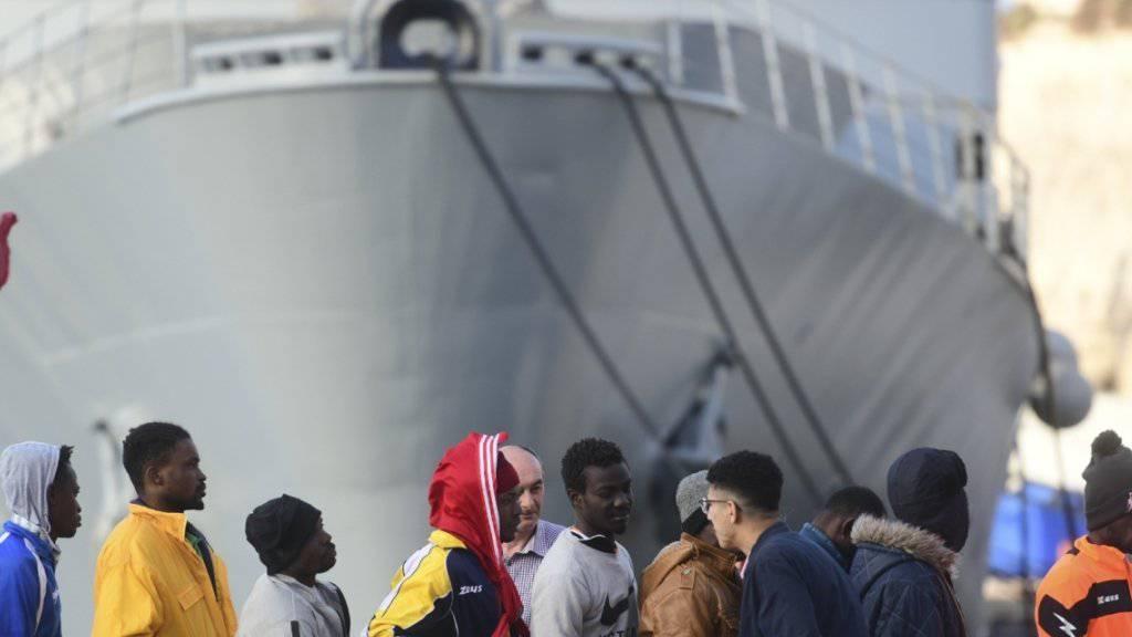 Die Überfahrt von Libyen in die EU gilt als tödlichste Meeresüberquerung der Welt. Maltas Marine hat am Mittwoch bei drei Rettungseinsätzen auf dem Mittelmeer insgesamt 271 Flüchtlinge gerettet. (Archivbild)
