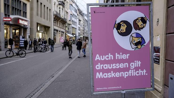 Neue Corona Plakate in der Basel zum Maskenobligatorium in der Innenstadt.