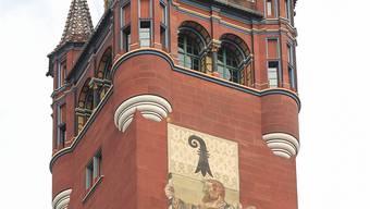 Seit über 110 Jahren prangt er am Rathausturm, samt Inschrift: «Hans Baer der rettet Basels Fahn' und fiel als Held in Marignan 14. Sept. 1515».