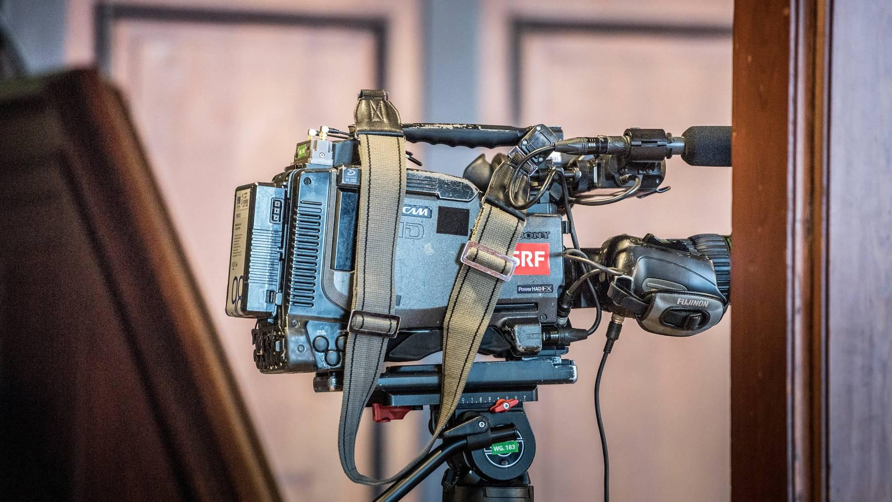 Im Tessin schaffen es Frauen seltener vor die SRF-Kameras, als im Westschweizer Fernsehen.