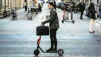 Das Gefährt des urbanen Freizeitaktivisten: Ein E-Scooter unterwegs in Lyon.