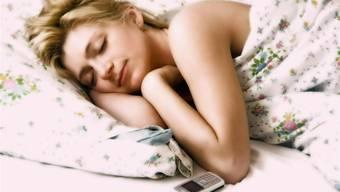 So schön kann schlafen sein. Wäre da bloss nicht dieser lästige Wecker, der am Morgen viel zu früh klingelt.