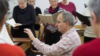 Der Chor probt unter der Leitung von Gaudenz Tscharner. Alex Spichale