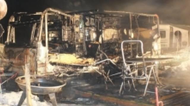 Die Wohnwagen wurden stark beschädigt (Bild: Kapo St. Gallen)