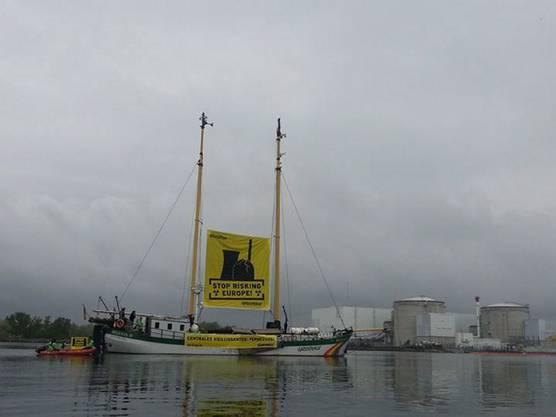 Hier ist die «Beluga II» noch vor dem AKW Fessenheim.
