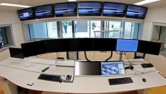 Im Sicherheitsraum der JVA Solothurn in Deitingen: Im November blieben sämtliche Bildschirme gleich zweimal schwarz. Archiv
