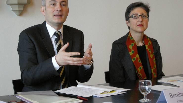 Regierungsrat Bernhard Pulver und Anita Bernhard, Vorsteherin Amt für Kultur. Foto: uz