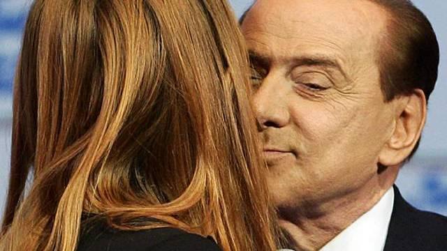Berlusconi übernimmt einen weiteren Coup, um nicht verurteilt zu werden