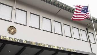 Die US-Botschaft in Bern. Über diese Antennen-Anlage höre die US-Botschaft die Handy-Kommunikation in Bern ab, sagt ein Insider.